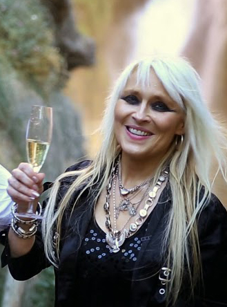 doro with glass of hero cava rock n roll champus